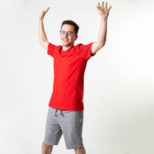 Pentti pusero T-paidassa mahtuu liikkumaan