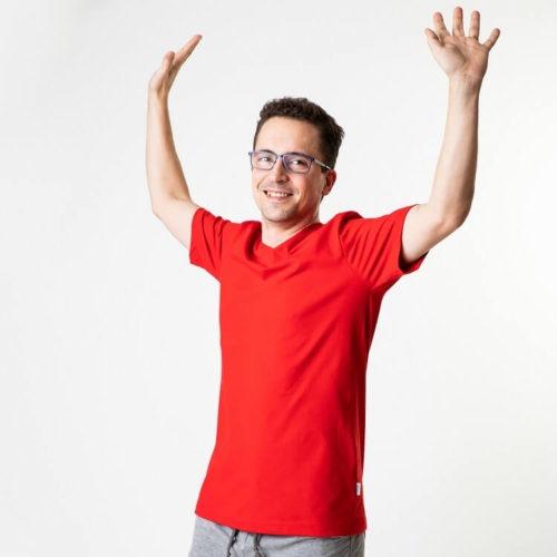 Istuva miesten T-paidan ompelukaava