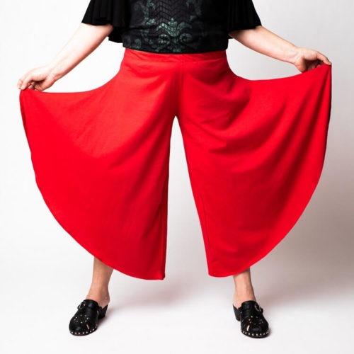 Rebekka housujen ompelukaavassa on tosi leveät lahkeet.