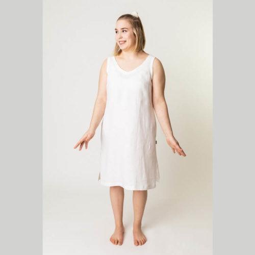 Elina mekon ompelukaavassa keskitakasauma, joka on muotoiltu vyötärön kohdalta