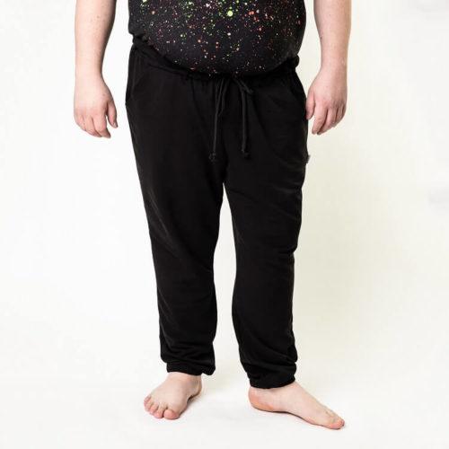 Tässä ompelukaavassa on housuihin laitettu pitkät lahkeet
