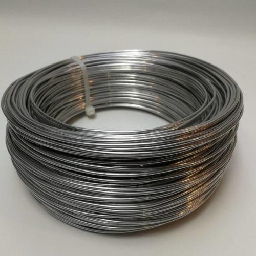 Alumiininen karkaasi hatun lieriin myydään 10 cm välein Millinery Wire
