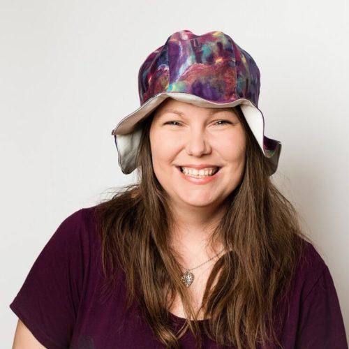 Kissankello hattu ompelukaava sopii aikuisille ja lapsille. Helppo hattukaava