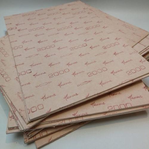 Yhdestä lippakovike levystä saa tehtyä 3 – 5 kpl lippiksen lippoja