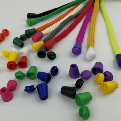 Nauhanpäitä on eri värisiä ja niitä voi yhdistää erivärisiin nauhoihin