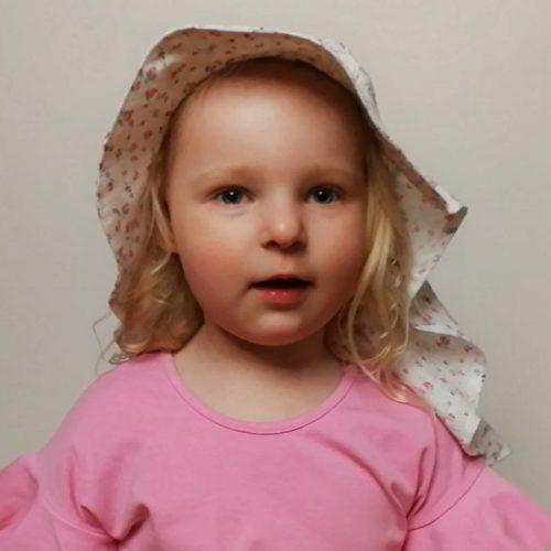 Perhoakileija hattukaava lapselle tai aikuiselle