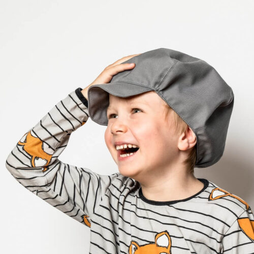 Lasten hattu lipalla