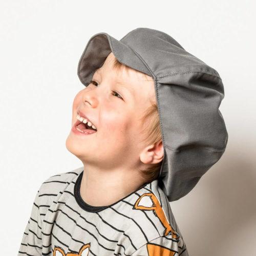 Hauska lasten hattu lipalla