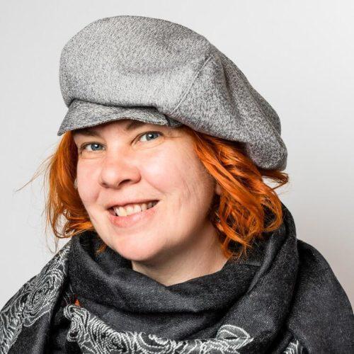 Naisten hattu kaava lipalla