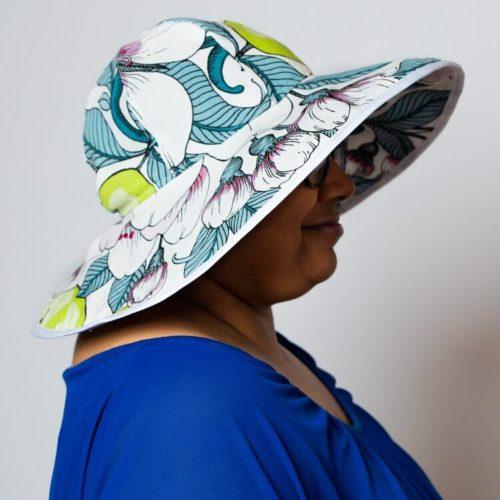 Isohelokki hattukaavassa lieri tuetaan karkaasilla tukevaksi niin, että se suojaa auringolta