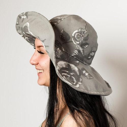 Isohelokki hattukaavassa on 12 cm leveä lieri muotoiltavalla alumiininen karkaasilla
