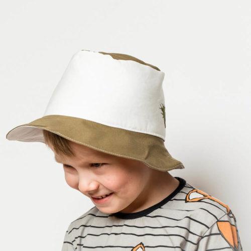 Lehtosinilatva hatun ompelukaavassa on korkea kaitale. Sopii myös lapsille