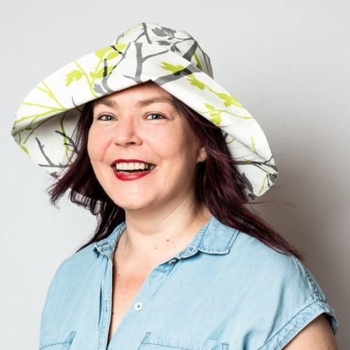 Nepalinhanhikki hatun ompelukaavassa karkaasi pitää lipan muodossa