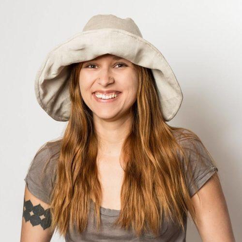 Nepalinhanhikki hatun ompelukaava lieriä voi asetaa erim muotoon, koska lierissä on alumiinikarkaasi. Lierihattu sopii kesähatuksi tai hellehatuksi.