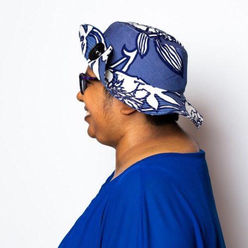 Sahramililja hatun ompelukaava somistaminen isolla napilla