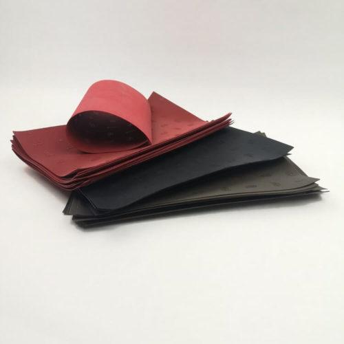Kengänpohja Vibram 1 mm punainen, musta ja ruskea. Hyvä tossun pohjamateriaali.