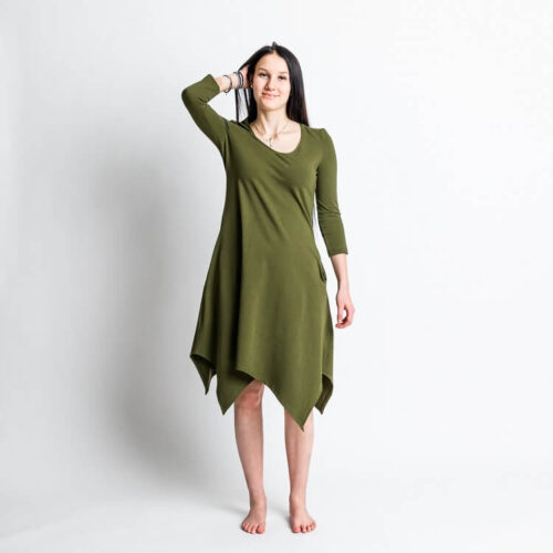 Ompele Rauha mekko. Kaavassa kaksi on erilaista helmaa. Hihan kaavassa on T-paita, 3/4 osainen hiha sekä pitkä hiha.