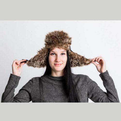 Nikita hattu pitää korvat lämpimänä kovillakin pakkasilla. Ompelukaava. Fake fur hat pattern when it is really cold