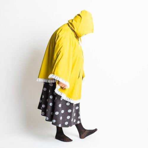 Wellamo poncho ompelukaavan hupullinen sadetakki