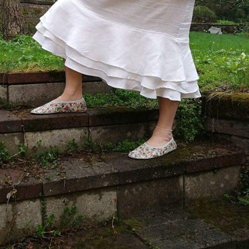 Aikuisten paljasjalkakenkien ja tossujen kaavat barefoot shoe pattern many sizes for adult and children