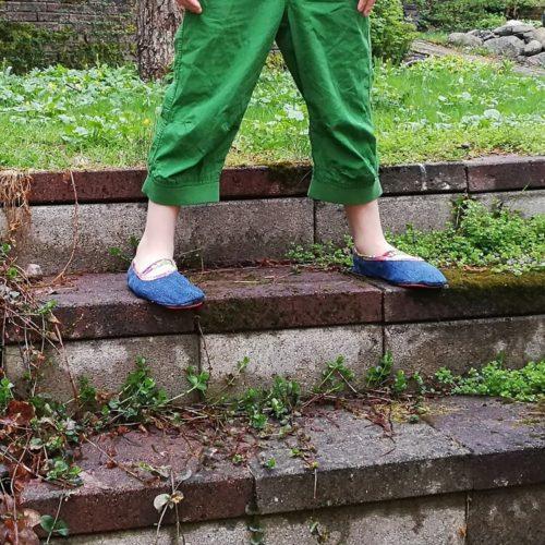 Lasten paljasjalkakenkien ja tossujen kaavat barefoot shoe pattern for a child many sizes