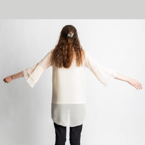 Teresia pusero kaavassa on kaksiosainen etukappale ja hihat, joihin kiinnitetään yksi tai kaksi frillaa. Näin saadaan trumpettihiha. Siinä on kaareva takakappaleen helma ja rintamuotolaskokset. Kaava on joustamattomalle kankaalle