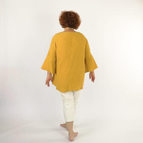 Teresia pusero kaavassa on kaksiosainen etukappale ja trumpettihiha.