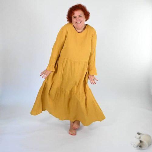 Lilli mekon ompelukaavassa on on 2 erilaista helmaa: yksiosainen ja kaksiosainen. Lisäksi yksiosaiseen helmaan röyhelö.