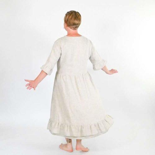 Lilli mekon omepelukaavassa on on 2 erilaista helmaa: yksiosainen ja kaksiosainen. Lisäksi yksiosaiseen helmaan röyhelö.