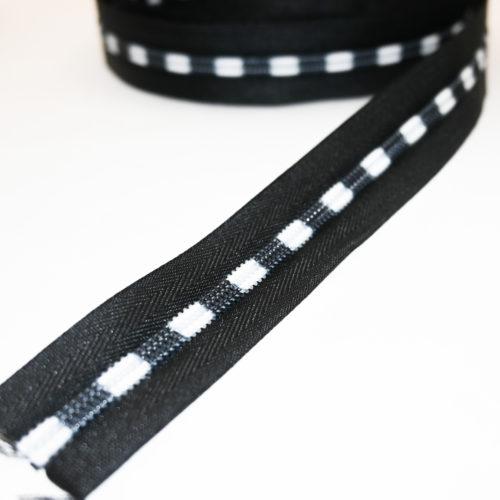 metrivetoketju musta valkoinen ja värikäs